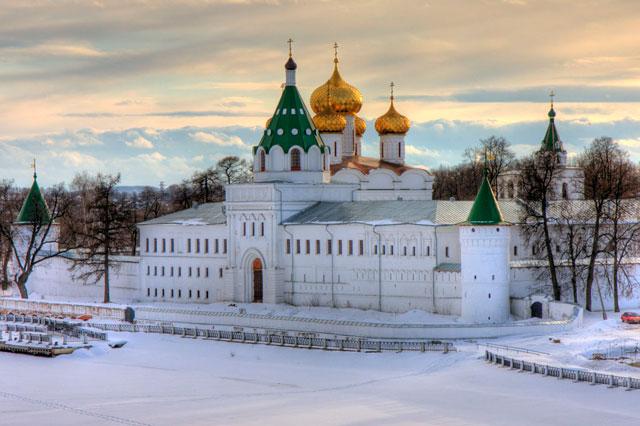 Посетить Кострому